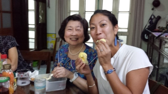 Eating Thai durian with Aunty May and actually enjoying it!